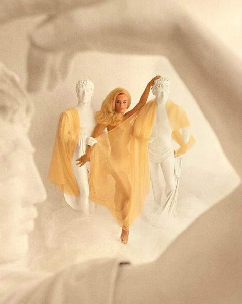 Fotos Elke Sommer, Ursula Andress e Scarlet Moon nua, Fotos da Elke Sommer, Ursula Andress e Scarlet Moon na playboy, todas as fotos pelada, playboy de dezembro de 1976