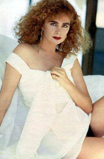 Capa da playboy de novembro  de 1991 com a Isis de Oliveira
