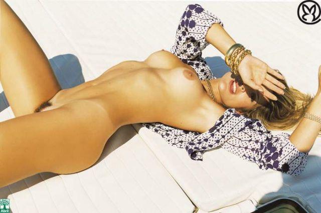 Capa da playboy de agosto  de 2006 com a Flavia Alessandra