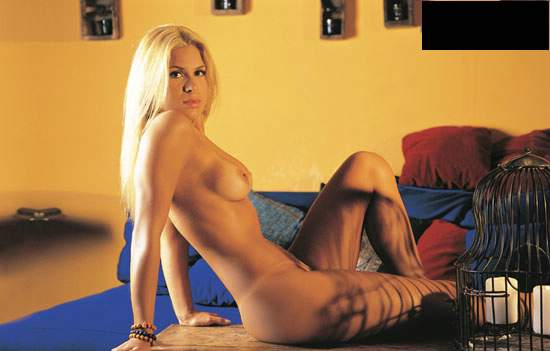 Capa da sexy de abril  de 2000 com a Elen Pinheiro