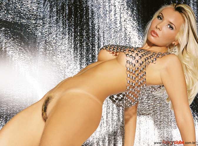 Capa da sexy de agosto  de 2001 com a Lady Lu